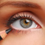how to apply eye liner